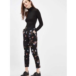 Topshop • Black Floral Cigarette Crop Trousers